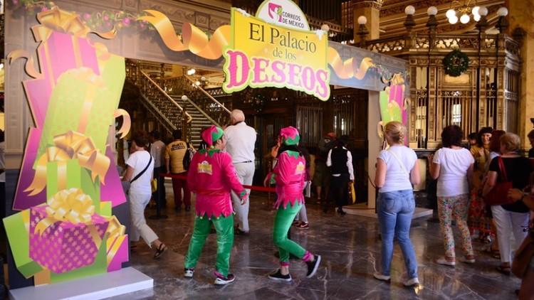 El Palacio de los Deseos recibe a niños con cartas a Los Reyes Magos